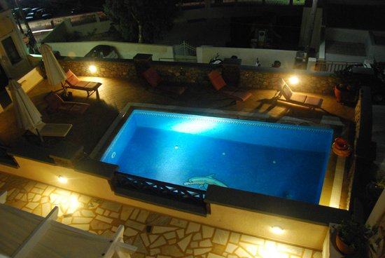 Hotel Thira and Apartments: Swimming-pool