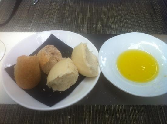 Hospes Palacio del Bailio: poor bread rolls