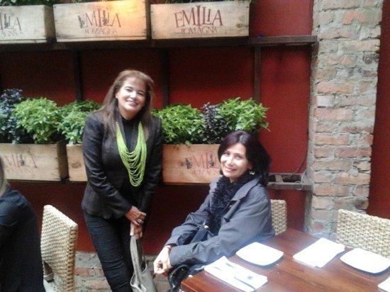 Emilia Romagna Restaurante: Materas de albahacas decoran y aromatizan el restaurante