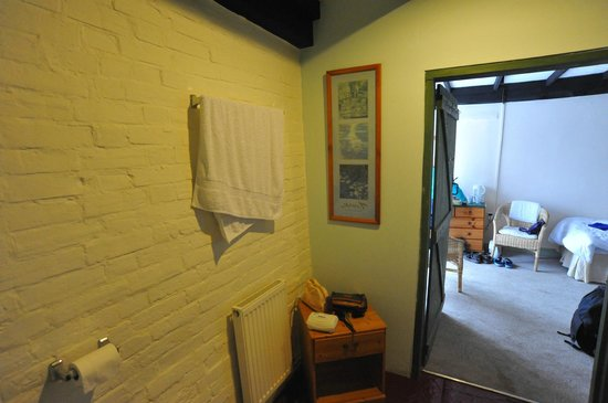 The White Hart Inn: Bathroom