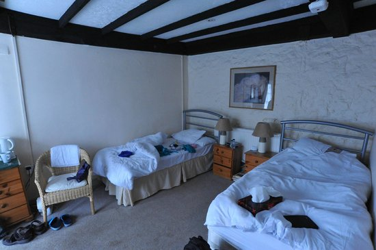 The White Hart Inn: Into the room from bathroom