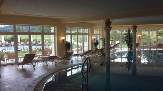 Hotel Mooshof: Innenpool mit Liegebereich