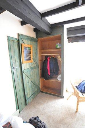 The White Hart Inn: Dodgy wardrobe door