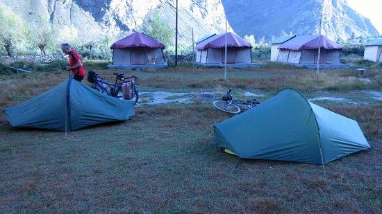 Padma Lodge: tents on the grounds in Jispa