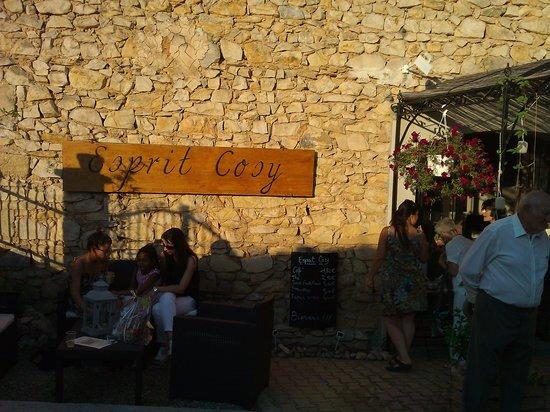 Esprit Cosy : Un joli buffet, une douce chaleur et des invités chaleureux