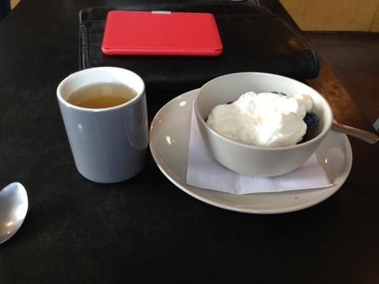 Communitea: Green tea and a fruit bowl with yoghurt