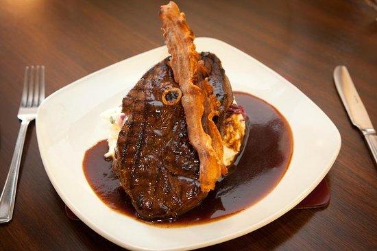 The Britannia Inn: Local venison steak
