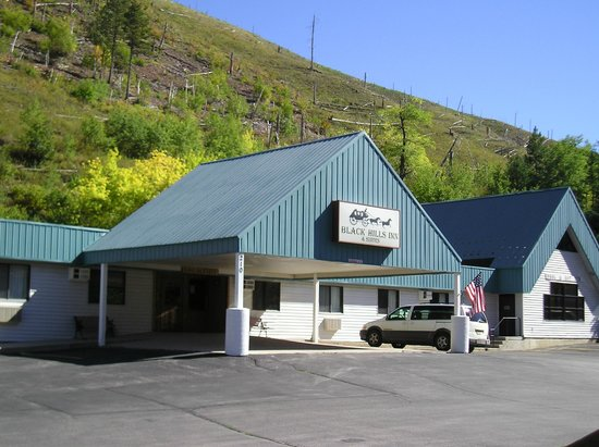 Black Hills Inn & Suites: Main Building with Registration and Pool