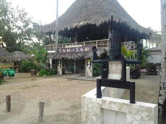 Hotel Palapa : ingreso hotel y arriba restaurante