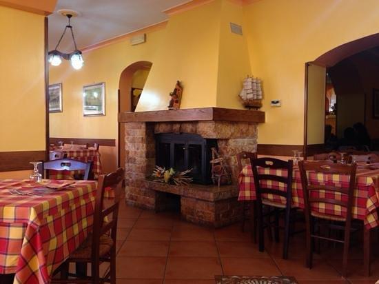 Allumiere, Italy: interno del locale