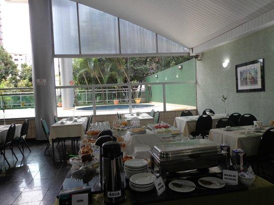 Toronto Tower Residence: Salão do café da manhã