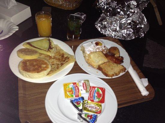 Hotel Cesar: Petit dej servi en chambre