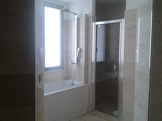 vasca doccia combinate idee eccezionali : Bagno Doccia E Vasca : Bagno: Vasca e doccia - Foto di Doubletree by ...