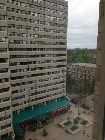Holiday Inn Toronto Bloor Yorkville: 11 floor Bloor street side