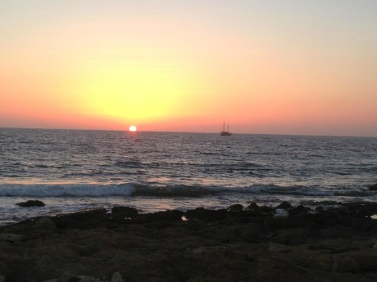 Constantinou Bros Athena Beach Hotel: Sunset by the hotel