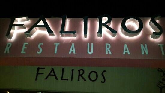 Faliros: BEST PLACE TO EAT AND ENJOY THE ATMOSPHERE