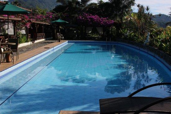 Villa Sumbing Indah: La piscine tout le long des chambres