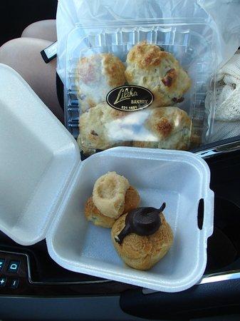Liliha Bakery : クランベリースコーンとココパフ