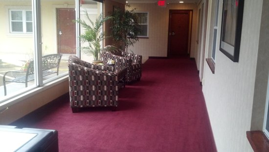 Pacer Inn and Suites: Sitting area