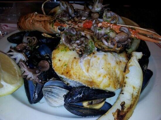 Restaurante Bosque Palermo: Parrillada de pescado, deliciosa
