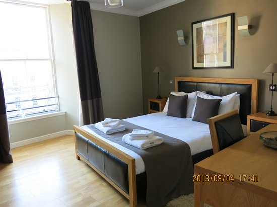 St Giles Apartments: Master Room