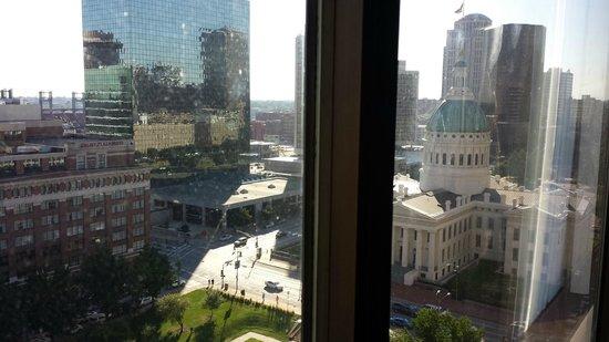 Hyatt Regency St. Louis at The Arch: Busch Stadium and the Courthouse