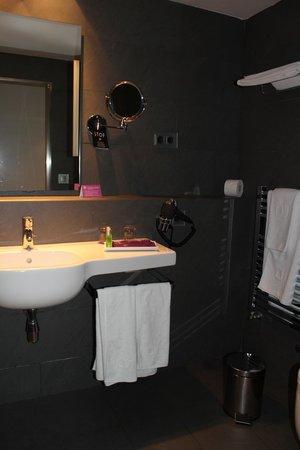 Ayre Hotel Gran Via: Badezimmer