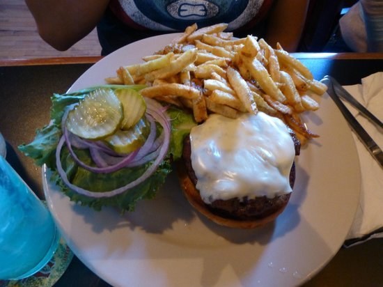 The Reservoir - Restaurant and Tap Room : Burger with fries