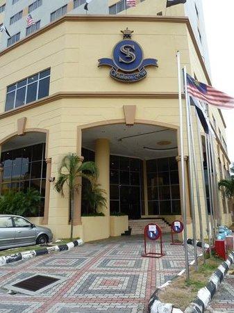 Shahzan Inn: entrée de l'hotel