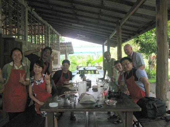 ไทย ฟาร์ม คุกกิ้งสคูล: The team