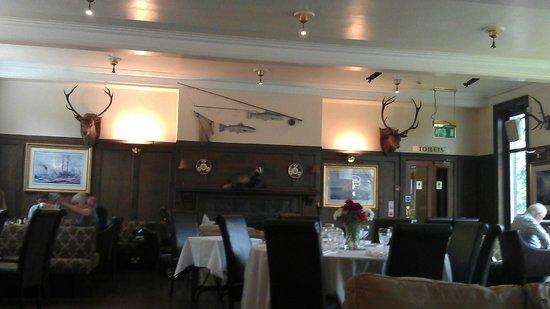 Best Western The Crianlarich Hotel: Scottish Lodge style dining room