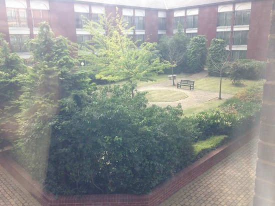 Heathrow/Windsor Marriott Hotel : Courtyard View from Room