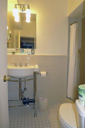 Hotel 340: Bath 1