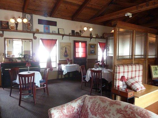 L'Hirondelle Restaurant: inside of the restaurant