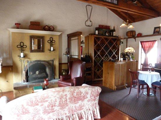 L'Hirondelle Restaurant: inside the restaurant