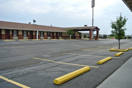 Econo Lodge : In front of room