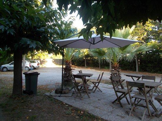 La Chaumiere : Small terrace area