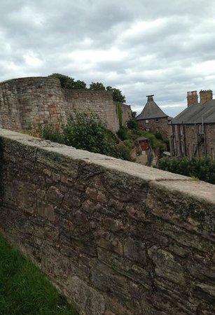 The Elizabethan Walls: Walls