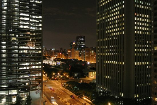 Radisson Blu Aqua Hotel: Night view