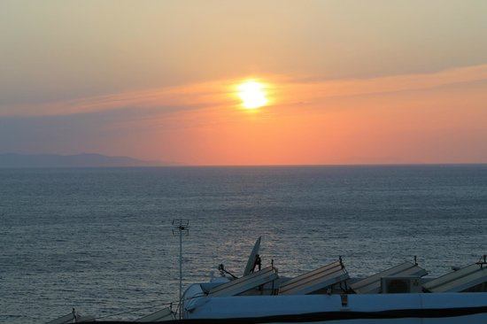 Hotel Spanelis: Sunset from terrace outside room
