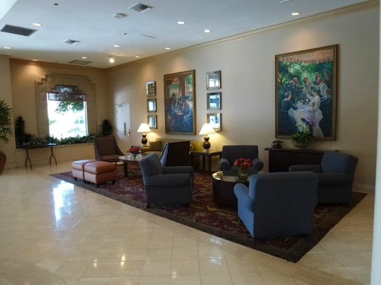 Embassy Suites by Hilton San Francisco Airport - South San Francisco: Lounge area