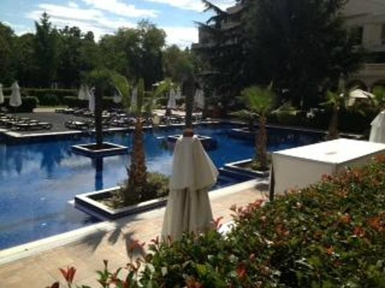 Grand Hotel & SPA Primoretz: outdoor pool area