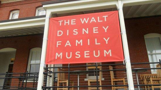 Walt Disney Family Museum : L'insegna fuori dal Museo