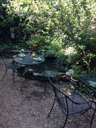 Cafe du Jour: The garden seating