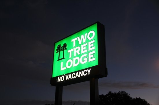Two Tree Lodge: Sign!