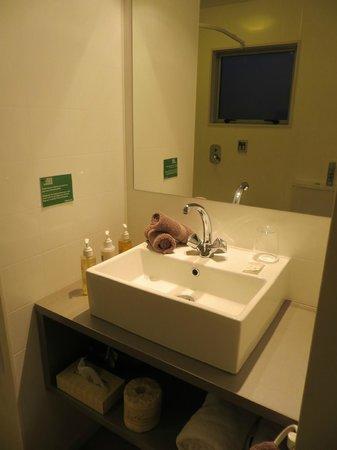 Two Tree Lodge: Bathroom