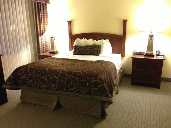 Staybridge Suites Tallahassee I-10 East : Bed