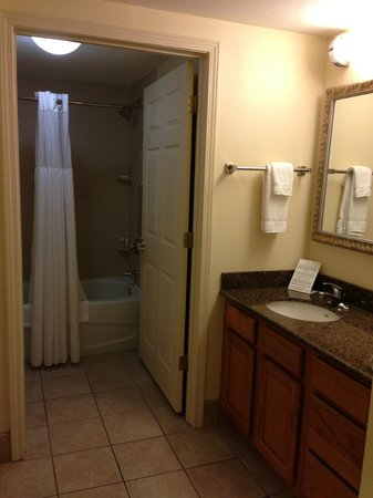 Staybridge Suites Tallahassee I-10 East: Bathroom & Sink/Vanity