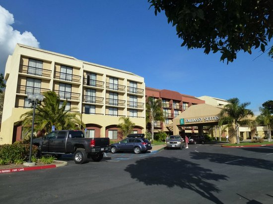 Embassy Suites by Hilton San Luis Obispo : Front of hotel