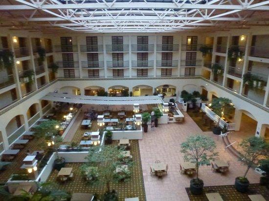 Embassy Suites by Hilton San Luis Obispo: Atrium